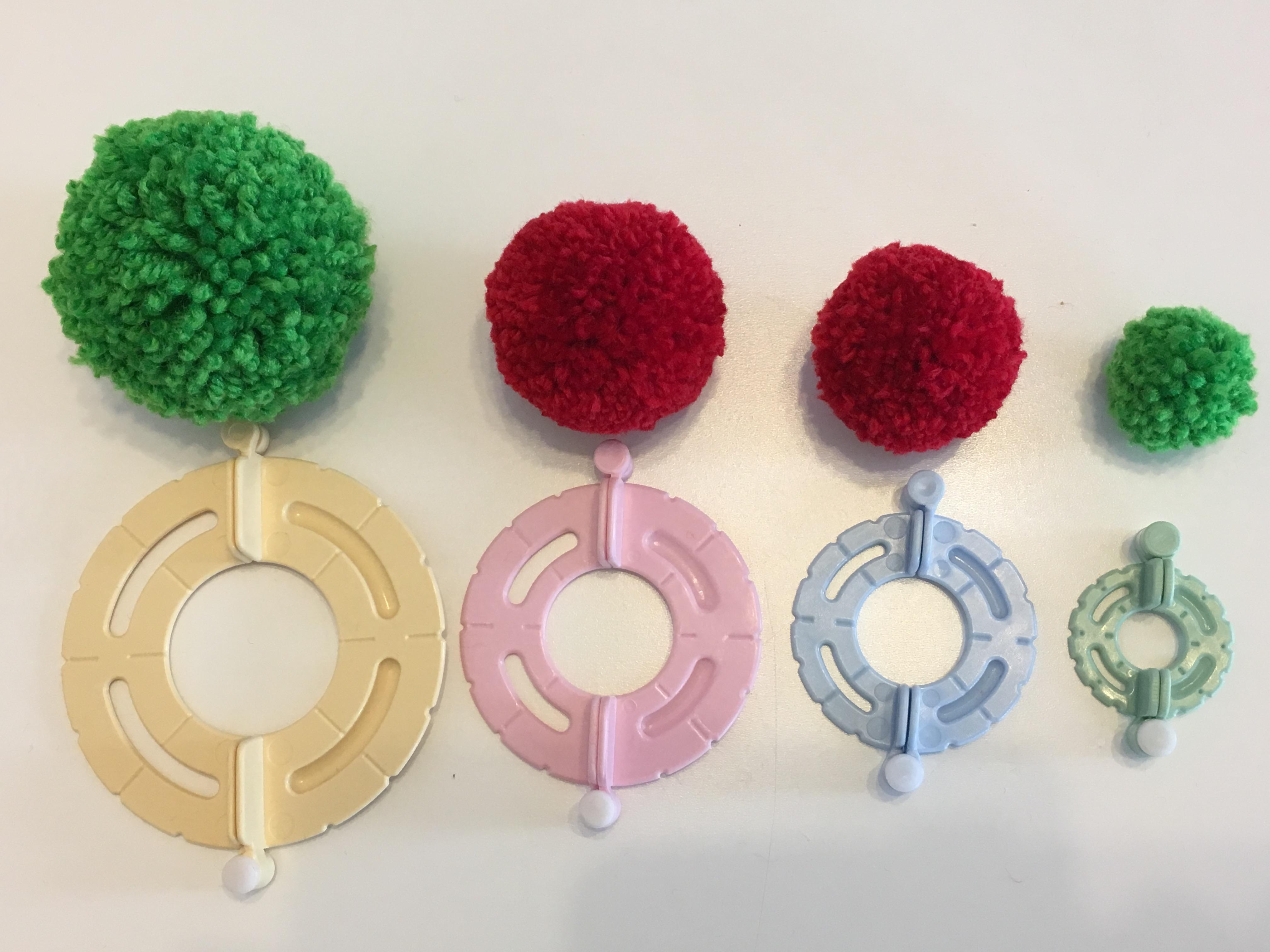 【簡単ポンポン】100均ダイソーからも登場!「毛糸で作るふわふわボール」をレビューしたお話